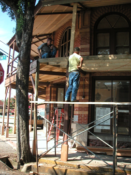 Preserving a country inn frontporch work resized 600