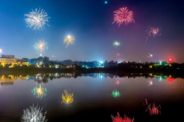 Fireworks_Diwali_Chennai_India_November_2013_b.jpg