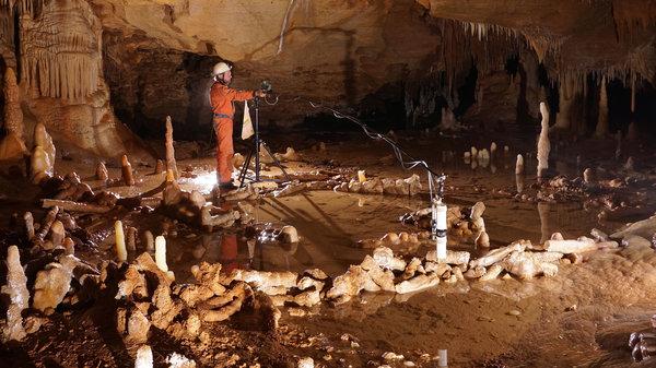 France Neanderthal Cave.jpg