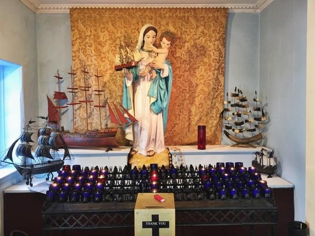 Marian Mariners Statue.jpg
