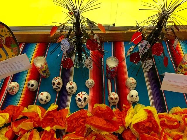 Metz dia de los Muertos table.jpg