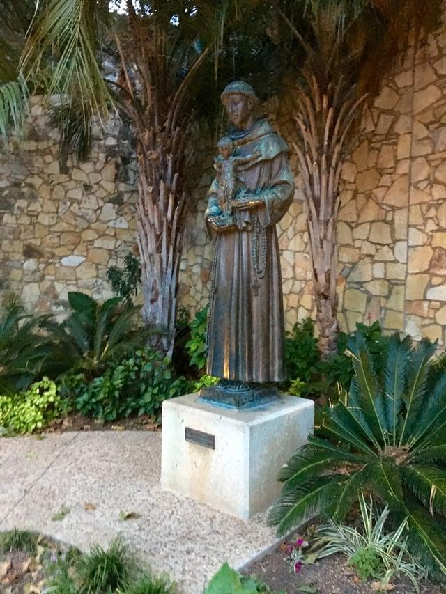 San Antonio Statue.jpg