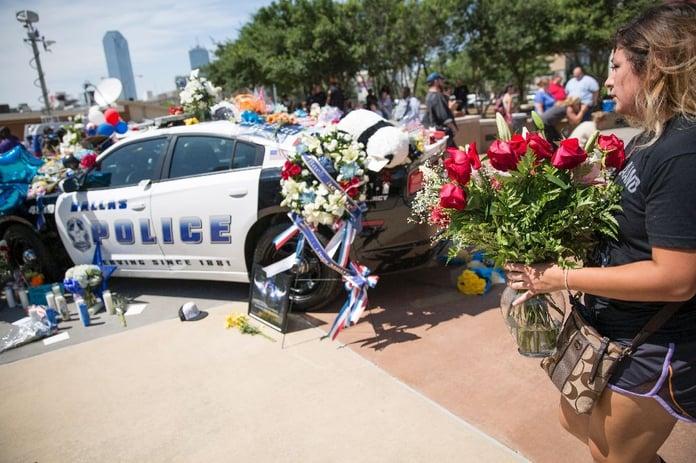 Dallas_Police_Spontaneous_Memorial.jpg