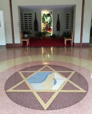 Foyer_with_Star_and_Chapel-142261-edited.jpg