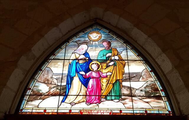 Holy_Family_Stained_Glass.jpg