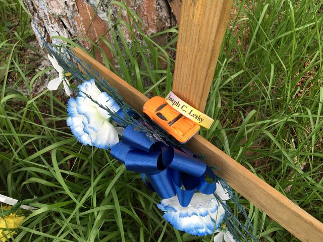 Lesky_memorial_armband_on_cross.jpg