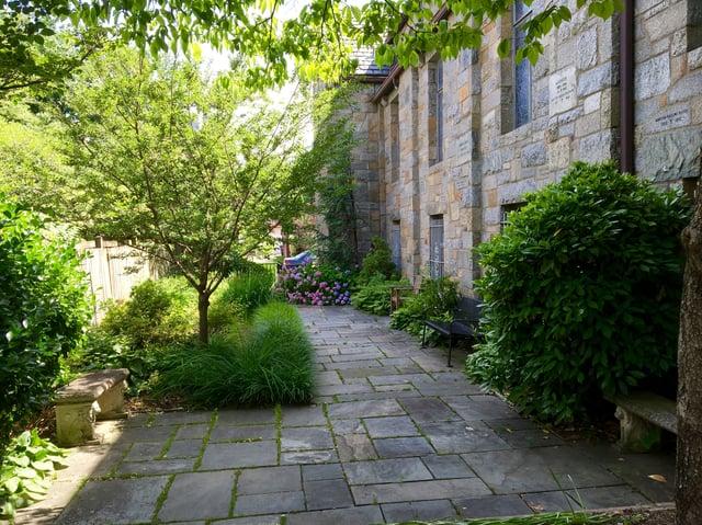 Memorial_Garden.jpg