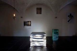 Michael_Kienzer_Altar_Ambo_und_Tabernakel_fur_die_Dominikuskapelle_2004_St_Andra_Kirche_Grazweb.jpg