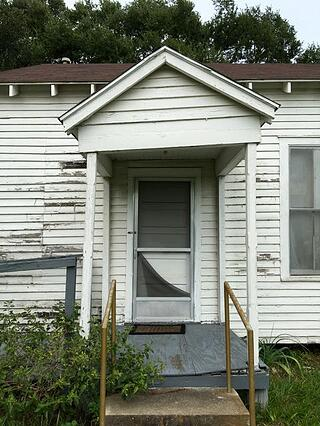 Nursery_UMC_entry_porch.jpg