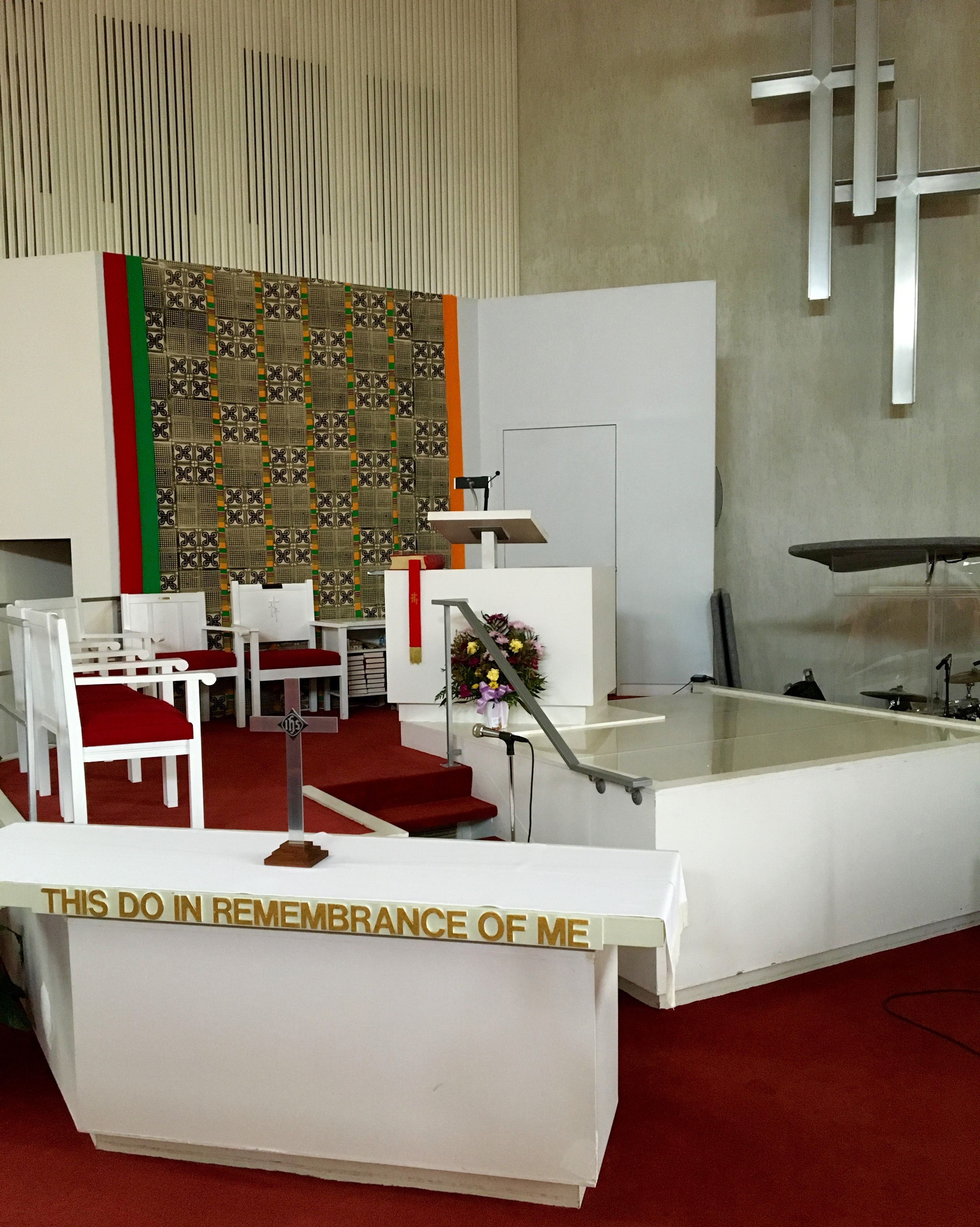 Table_font_and_pulpit.jpg