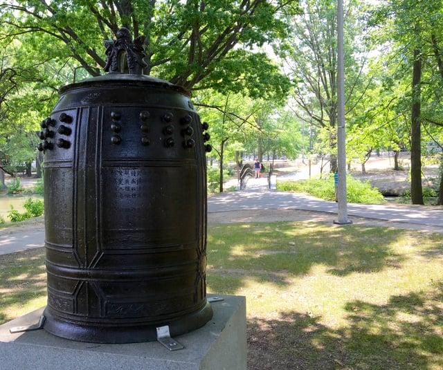 Temple_Bell_near_park_trail.jpg