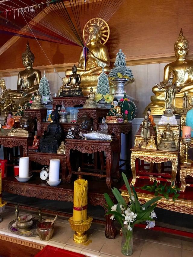 Wat_Buddhananachat_Interior.jpg