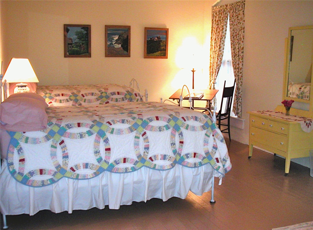 Country_Place_Hotel_Bedroom.png