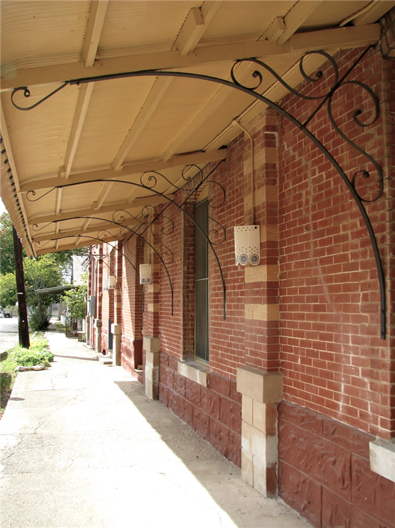 Country_Place_Hotel_Covered_Walkway.png
