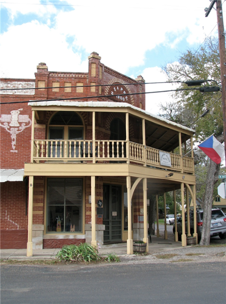 Country_Place_Hotel_Porch.png