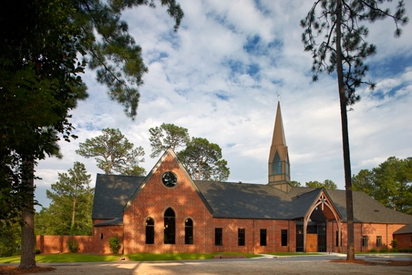 Approach_From_Parking_-_Holy_Trinity_Episcopal_NC.jpg