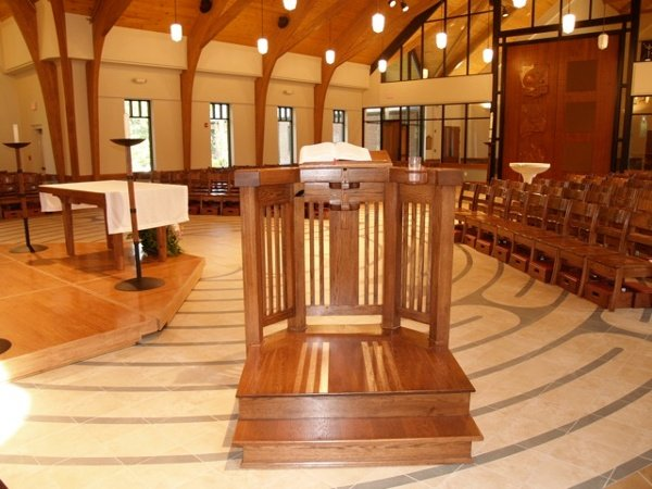 Moveable_Pulpit_-_Holy_Trinity_Episcopal_NC.jpg