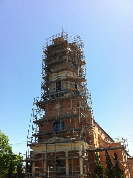 Church_steeple_with_scaffolding.jpg