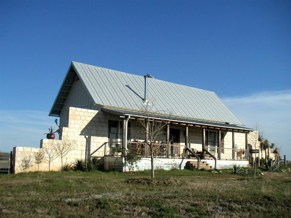 Texas_Green_Farmhouse_Outside.png