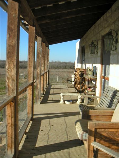 Texas_Green_Farmhouse_Porch.png